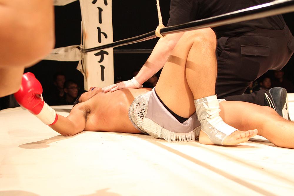 高僧の笑みを見た!:BOUT-21~関口直正 、全日本王者を劇的KOで下す